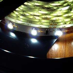 Светодиодная лента не герметичная 60 диодов в метре белый свет