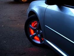 Светящиеся колпачки на колёсах выглядят примерно так